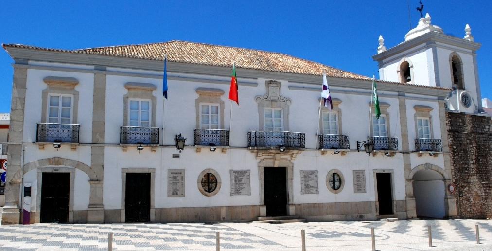 Fachada da Câmara Municipal de Loulé - C M Loulé - Mira